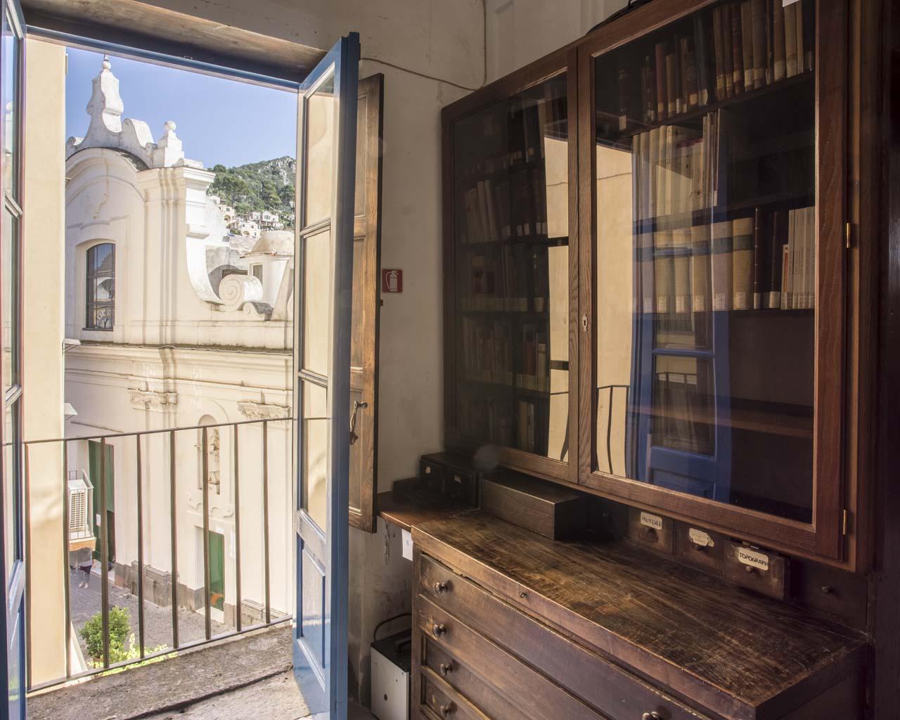 Sala studio della Biblioteca del Centro Caprense Ignazio Cerio