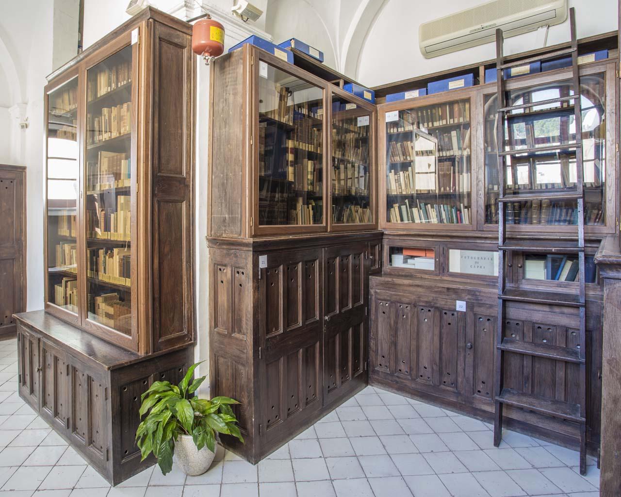 Sala principale della Biblioteca del Centro Caprense Ignazio Cerio
