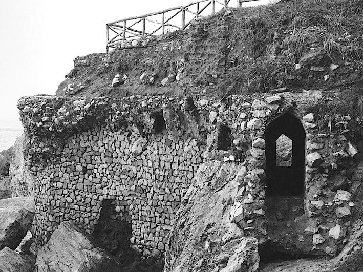 Piano sottostante all'esedra di Palazzo a Mare con cunicoli e volte - anni 70 sec. XX